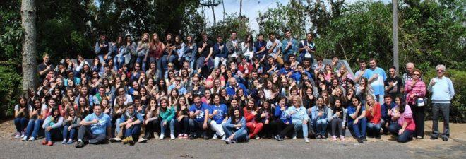 Participantes e organizadores do Mini T.L.C em frente à Casa de Formação, em União da Vitória.